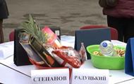 Под Минздрав медсестры принесли две миски с едой