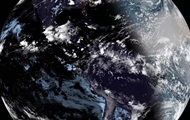 Спутник запечатлел Землю во время затмения