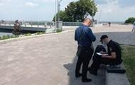 У Києві вандал пошкодив  скляний  міст