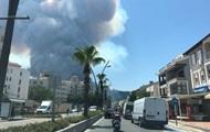 У Туреччині лісові пожежі дійшли до Мармариса