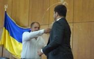 Мэр Конотопа на сессии облил нардепа водой