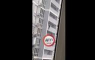 В Киеве девушка хотела прыгнуть с балкона высотки