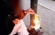 В Каменском девушка подожгла флаг Украины