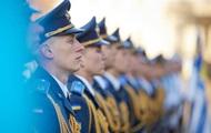 Зеленський доручив виплатити військовим премії в їхнє професійне свято