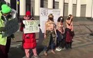 В Киеве голые активистки требовали отмены тарифов