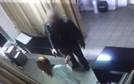 В больнице мужчина угрожал пистолетом медикам