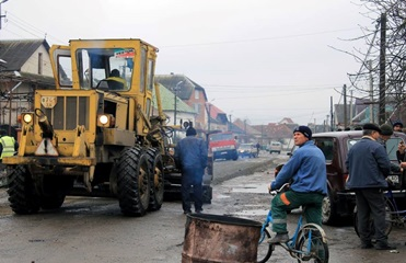 На Закарпатье после митингов начался ремонт дорог