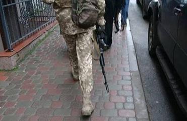 В Тернополе колядник с автоматом вызвал панику