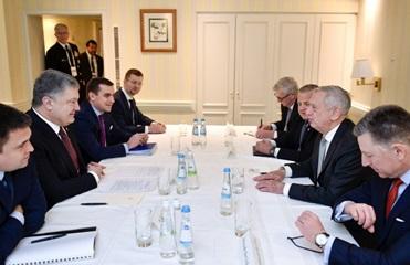 Порошенко и Мэттис обсудили антироссийские санкции