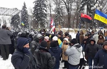 Под Радой произошли стычки активистов и полиции