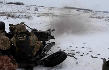 Штаб: Из-за обстрелов ранен один украинский боец