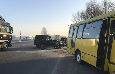Под Киевом маршрутка попала в ДТП, четверо пострадавших
