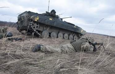 На Донбассе 59 обстрелов, ранены два бойца