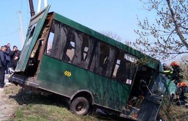 В Лисичанске маршрутка столкнулась с МАЗом: десять пострадавших