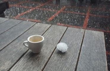 На Закарпатье обрушился ливень с градом