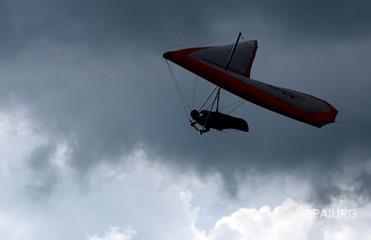В Грузии 70-летний украинец упал в море на дельтаплане