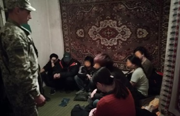 На Закарпатье задержали 13 вьетнамцев-нелегалов