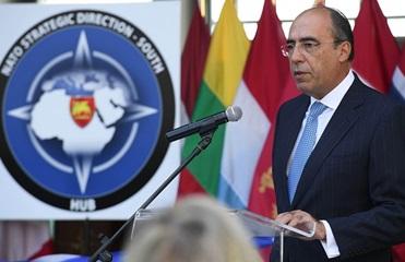 В НАТО коррупцию назвали гибридной угрозой для Украины