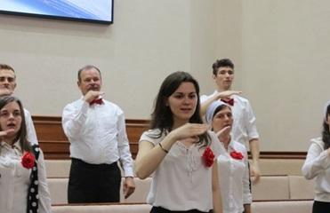 Супрун призвала украинцев учить язык жестов