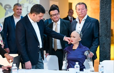Робот София рассказала Гройсману об Украине