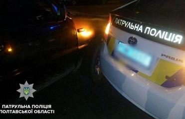 В Полтаве подросток на машине врезался в патрульный Prius