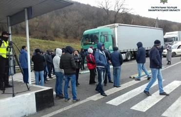 В Закарпатской области вновь перекрыли трассу Киев-Чоп