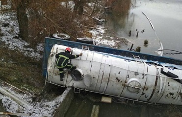На Волыни молоковоз повредил два газопровода