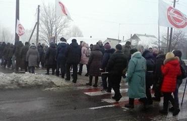 Жители села под Киевом заблокировали трассу