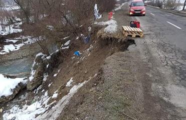 На Закарпатье оползень повредил трассу