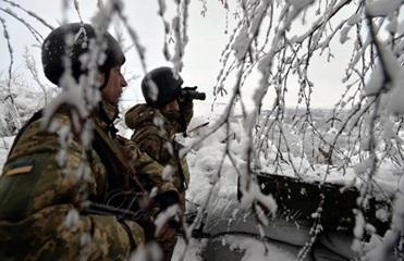 На Донбассе за день девять обстрелов, ранен боец