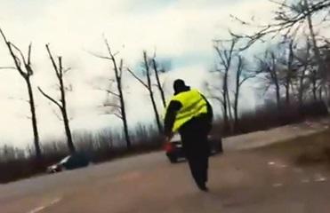 На Буковине полицейский пытался убежать и съесть взятку
