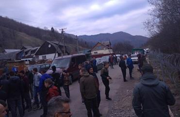 Пограничники: Закарпатцы мешают строить забор на границе с Румынией