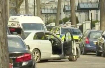 В Лондоне мужчина протаранил машину посла Украины