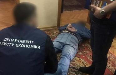 В Ровенской области задержали чиновника на взятке в 400 тысяч