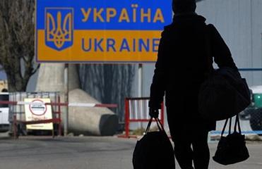Выехать работать за границу хочет один из десяти украинцев - соцопрос