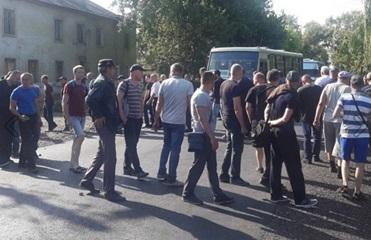 К протестам горняков Донбасса присоединилась еще одна шахта