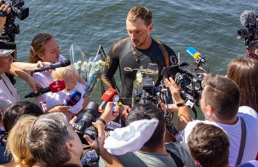 Украинский пловец установил новый рекорд, преодолев Днепр