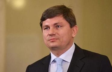 Зеленский лишил дипрангов двух нардепов из партии Порошенко