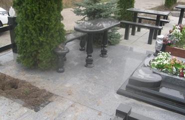 Под Киевом осквернили могилу Героя Украины