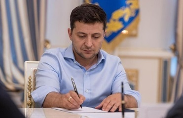 Зеленский наградил орденом шоумена Притулу