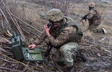 Сутки на Донбассе: 12 обстрелов, есть раненый