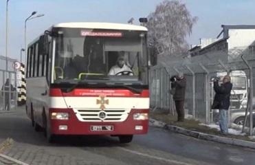 Автобус с эвакуированными выехал из харьковского аэропорта
