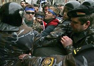 Атака на оппозицию: Белорусская милиция проводит обыски и задерживает активистов
