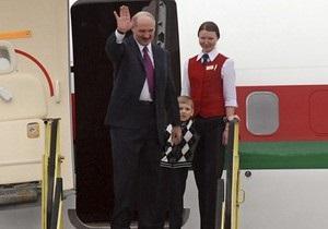 Янукович встретился с Лукашенко, который приехал в Киев вместе с младшим сыном