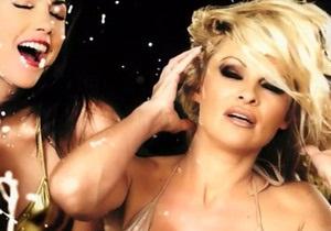 В Великобритании запретили рекламу с Памелой Андерсон в бикини - памела андерсон - запрещенная реклама