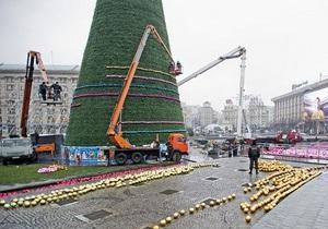 Киевлянам предложат выбрать вариант главной новогодней елки на 2013 год