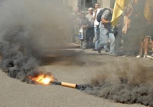 Фотогалерея: Протест с дымком. Под Администрацией Януковича состоялась акция против политических репрессий