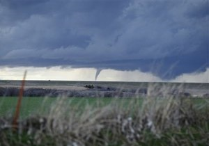 На американский штат Арканзас обрушились три мощных торнадо