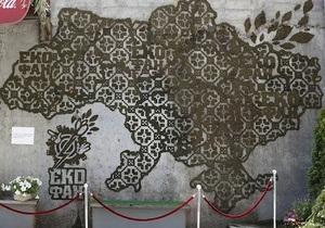 В Киеве презентовали эко-граффити из мха в форме карты Украины