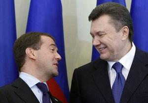 Янукович хочет с Лукашенко и Медведевым почтить память воинов-освободителей на границе трех государств